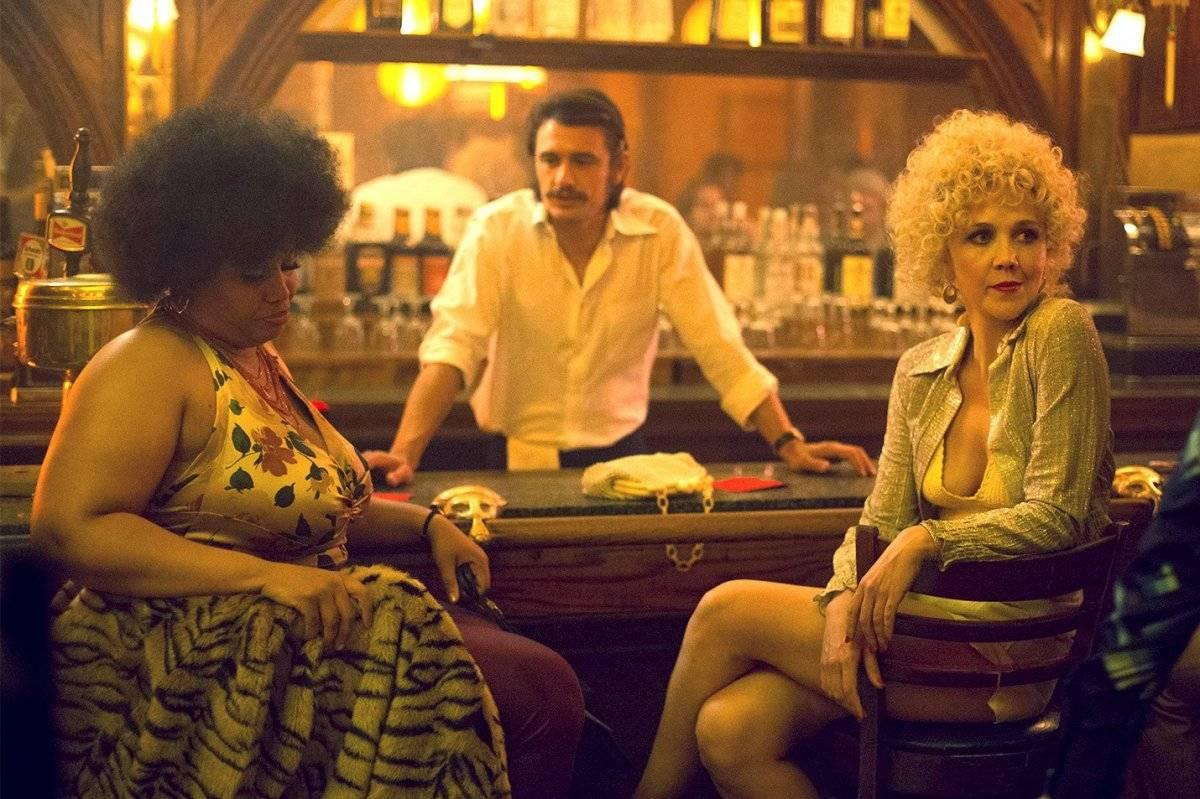 """""""The Deuce"""" (HBO). Estrelado por James Franco e Maggie Gyllenhaal, o seriado mostra o crescimento da indústria pornográfica na Nova York na década de 1970. O nome do programa faz referência à rua 42, perto da Times Square, local que teve um grande crescimento de produtoras de filmes pornôs apoiados pela máfia / Reprodução"""