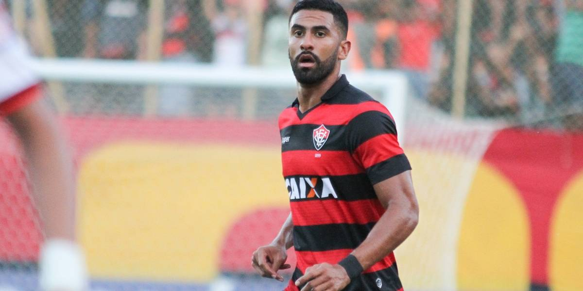 Corinthians depende de outros jogadores para contratar Juninho Capixaba e Tréllez