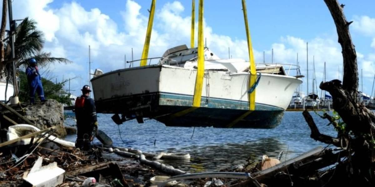 Guardia Costera remueve miles de galones de agua aceitosa tras María