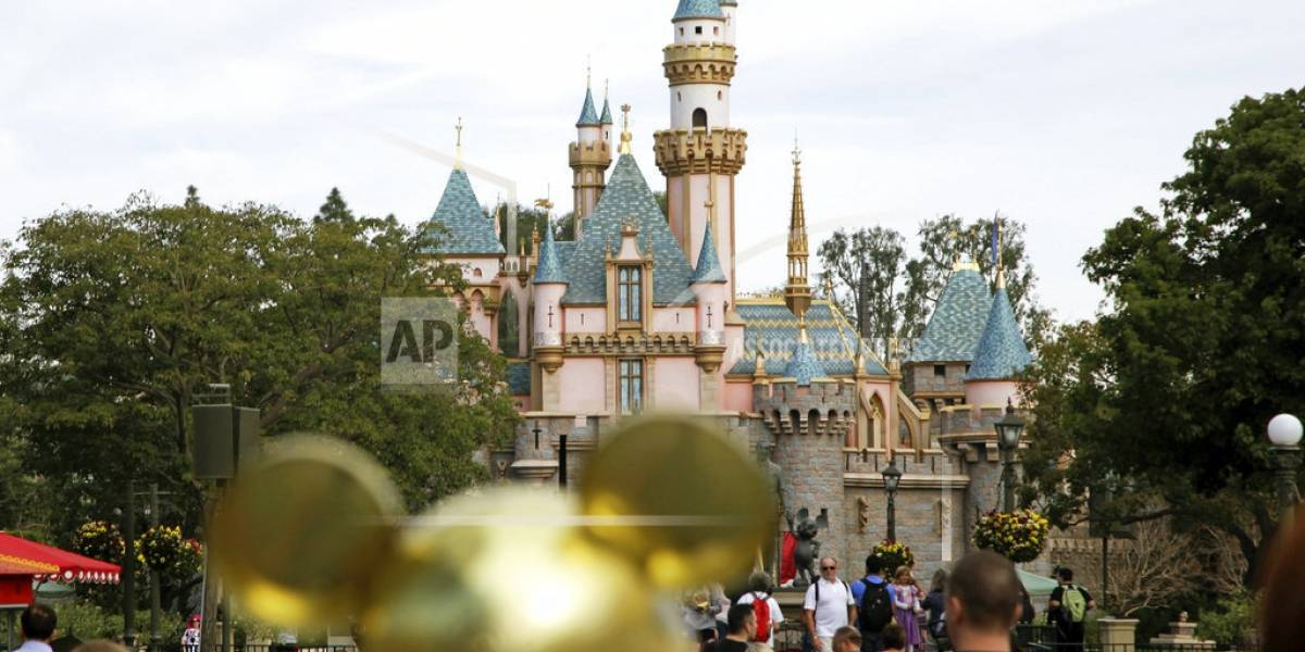 Disneyland se recupera tras apagón