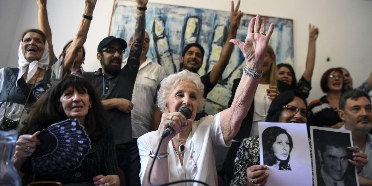 Abuelas de Plaza de Mayo celebran hallazgo de nieta 127 robada en dictadura argentina