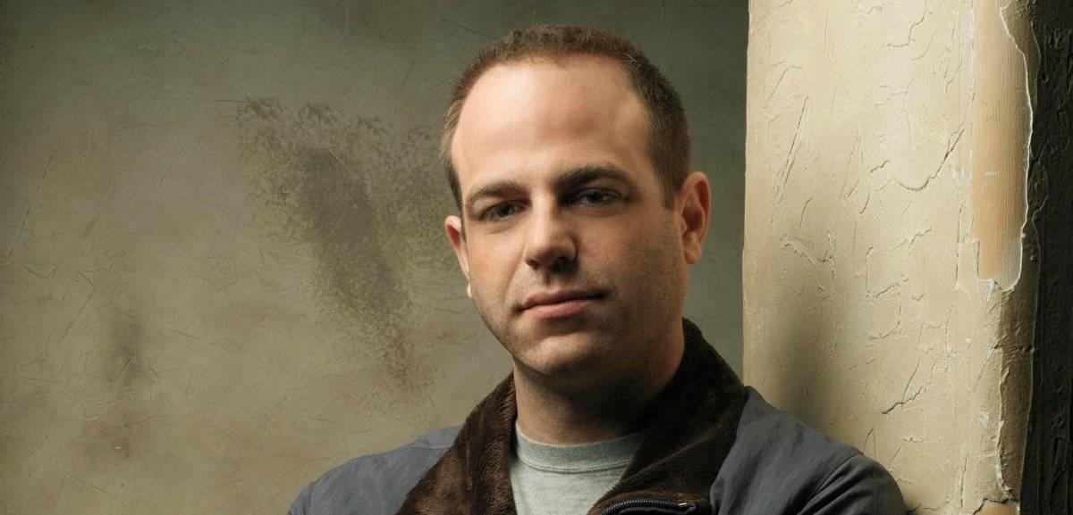 """Paul Kellerman (""""Prison Break""""). O personagem de Paul Adelstein, que agora é um dos mocinhos, tentou salvar Sara (Sarah Wayne Callies) do jogo de Poseidon, um ex-agente da CIA. Acabou sendo morto – pelo que tudo indica – dentro de sua própria casa Prison Break: quinta temporada não conquista / Divulgação"""