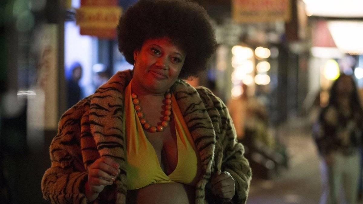 """Thunder Thighs (""""The Deuce""""). O seriado, que retrata a indústria pornográfica da década de 1970 em Nova York, mostrou a realidade das garotas de programa da época. Infelizmente, Thunder Thighs (Pernell Walker) foi brutalmente assassinada ao ser jogada de uma janela de hotel / Reprodução"""