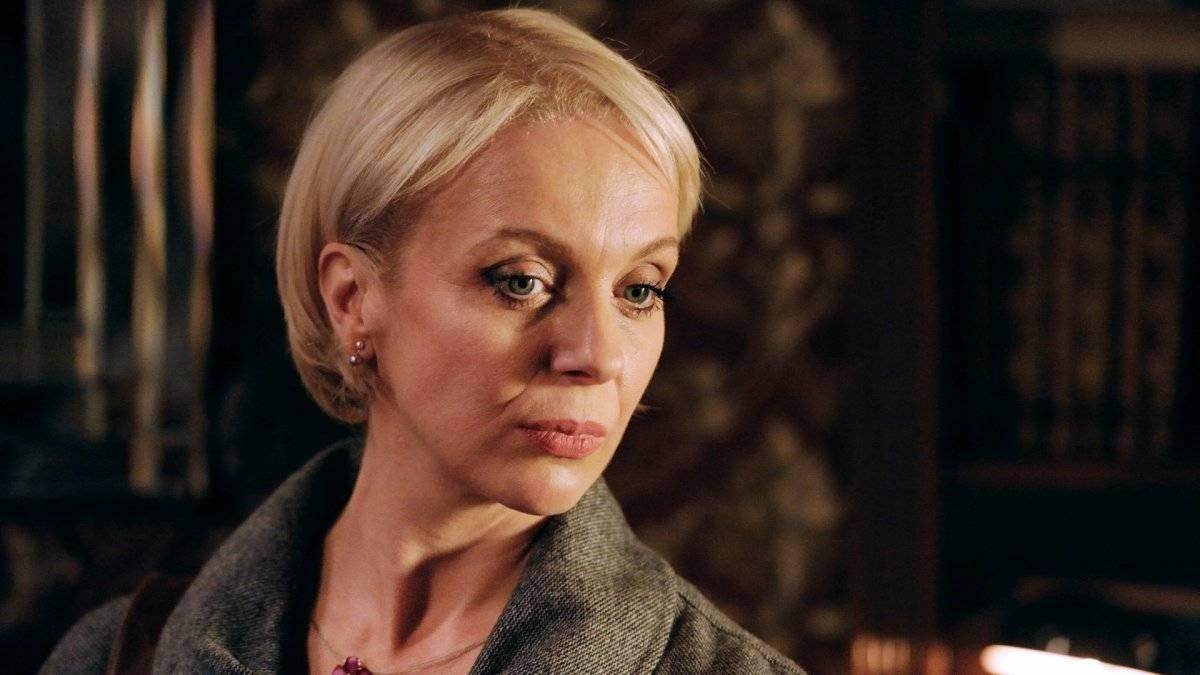"""Mary Watson (""""Sherlock""""). A personagem vivida por Amanda Abbington pode ter revelado seu passado obscuro um pouco antes, mas foi sua morte que mudou o curso da série. Depois de salvar Sherlock (Benedict Cumberbatch) de um tiro, a personagem não resistiu aos ferimentos. Com isso, Watson (Martin Freeman) ficou viúvo com um bebê recém-nascido / Divulgação"""
