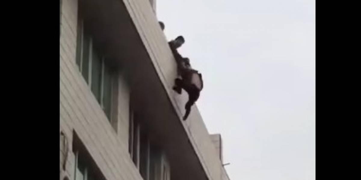 Intenta suicidarse tras la ruptura con su novia y es salvado por bomberos