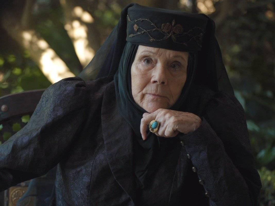 """Olenna Tyrell (""""Game of Thrones""""). Como nessa série ninguém nunca está à salvo, a sétima temporada contou com algumas perdas. Entre elas, a matriarca do clã Tyrell, vivida pela atriz Diana Rigg, que foi envenenada por Jaime Lannister (Nikolaj Coster Waldau). A senhora de língua afiada, porém, foi superior até em seus momentos finais quando confessou ser a mandante do assassinato do Rei Jofrey (Jack Gleeson), o primogênito e querido filho de Cersei (Lena Headey) / Divulgação"""