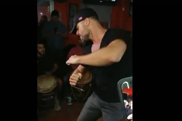 Ricky Martin baila bomba en un negocio en Río Piedras / Captura de pantalla
