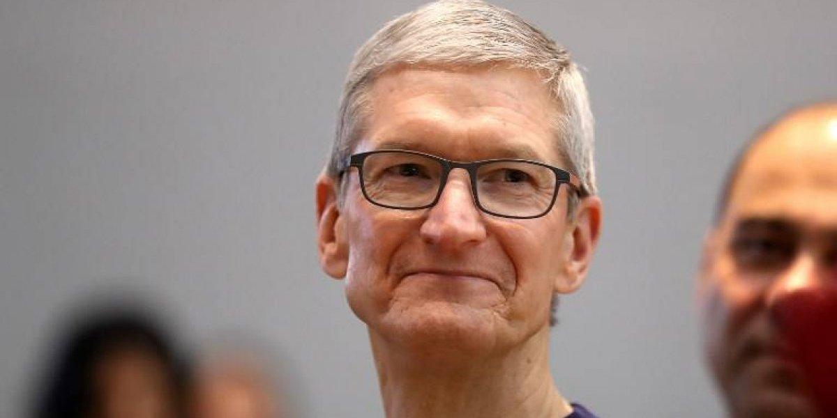 """""""Sacrificios"""" de un alto ejecutivo: Apple obliga a su CEO a viajar en avión privado y casi duplica su sueldo"""
