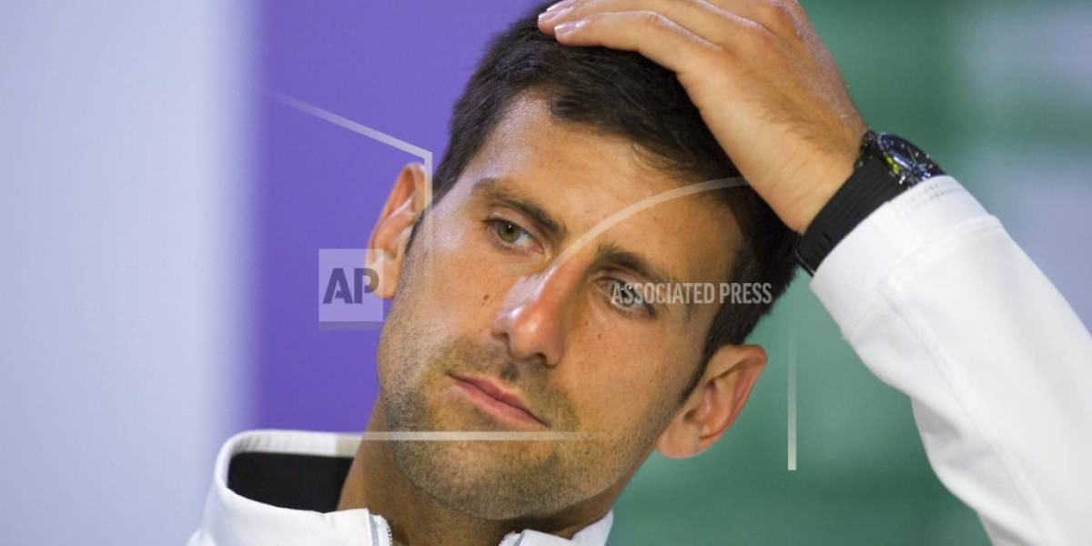 Djokovic se retira de torneo al sufrir dolor en codo derecho