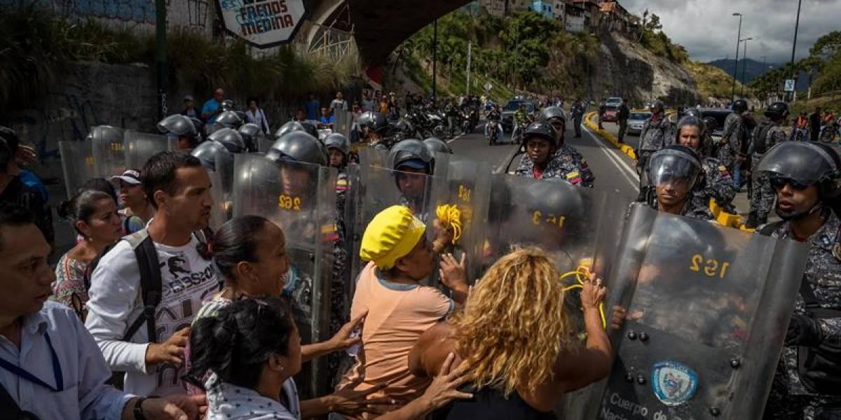 """""""Ni llegó en Navidad ni va a llegar en Año Nuevo"""": venezolanos protestan por falta de pernil para las fiestas"""