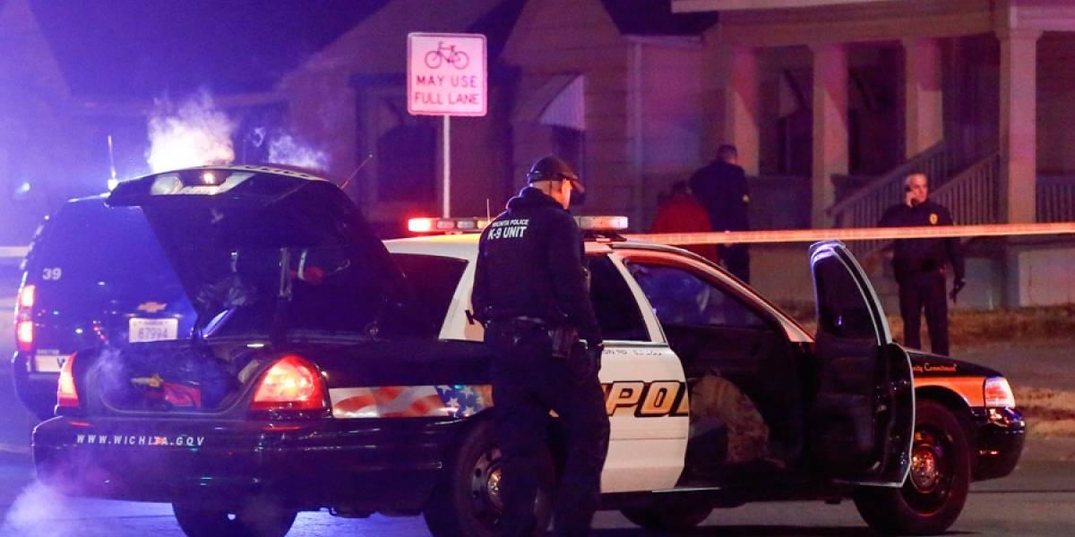 Denuncia falsa lleva a policía a balear a inocente en Kansas