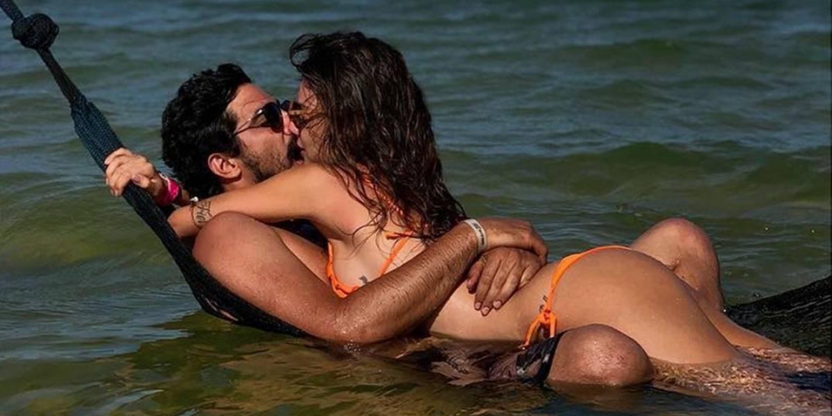 Thaila Ayala e Renato Góes beijam muito