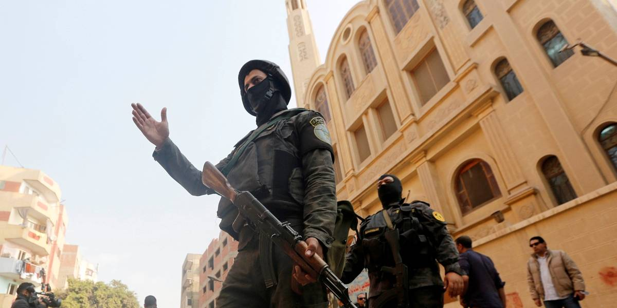 Atirador mata 11 pessoas em ataque à igreja e loja no Egito