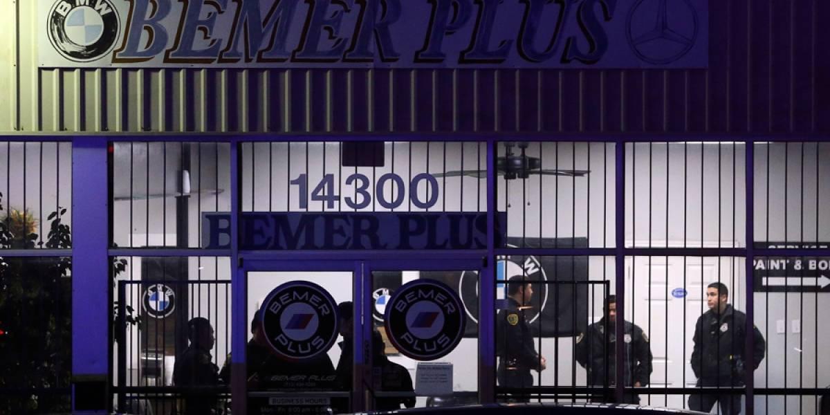 Hombre mata a 2 en taller de autos de Houston y se suicida