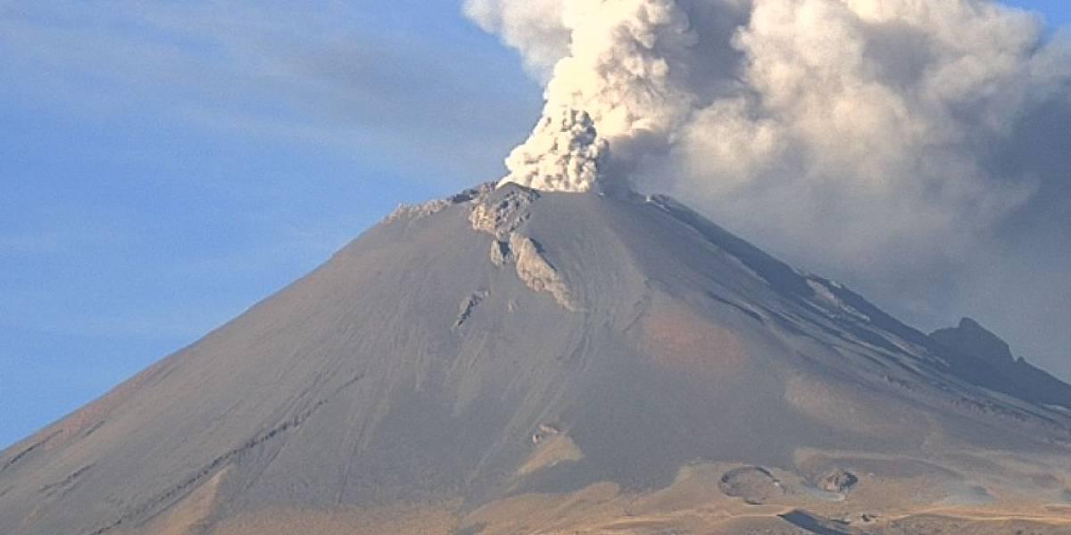 Popocatépetl emite fumarola de dos kilómetros