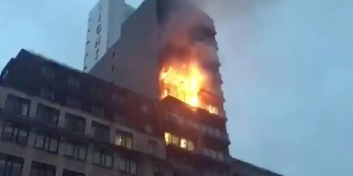 Grave incendio en edificio de departamentos de Manchester