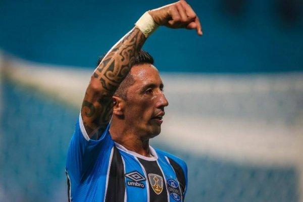 Lucas Barrios aún está buscando club tras terminar contrato con Gremio / imagen: AFP