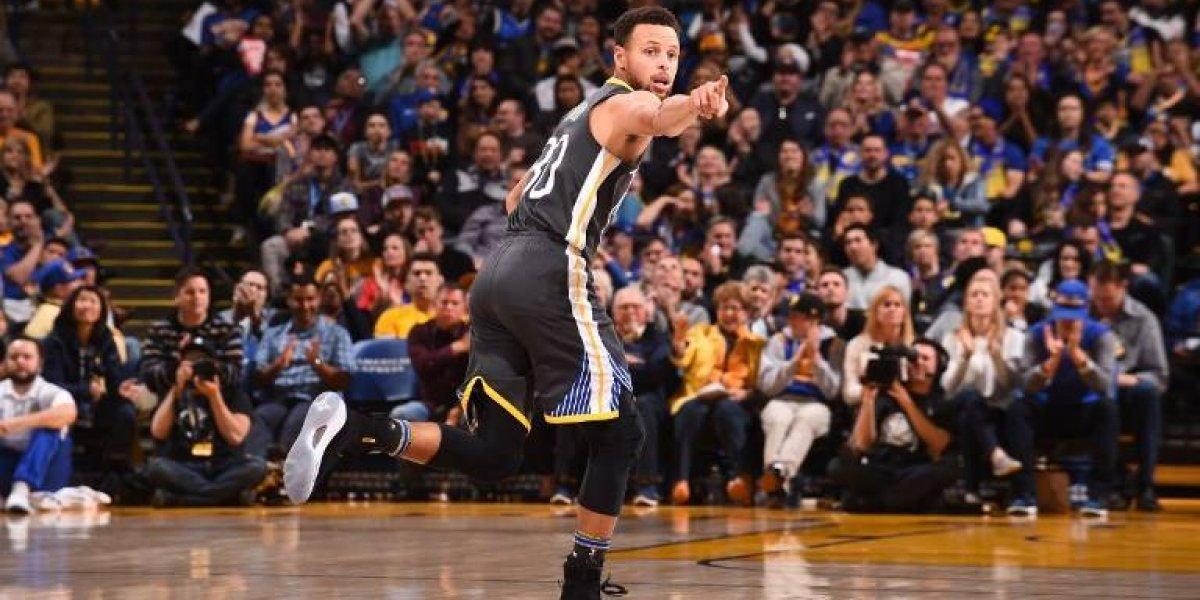 Stephen Curry volvió de la lesión y mostró toda su clase para guiar a los Warriors