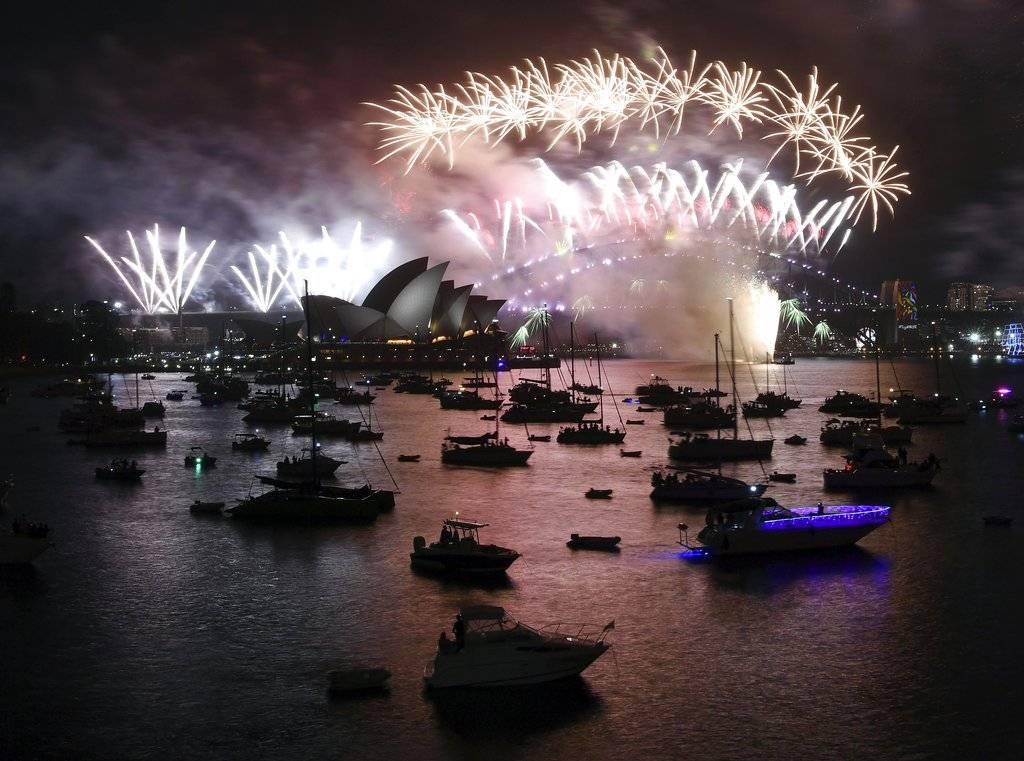 La Bahía de Sidney en los primeros segundos de este 2018 Foto: AP