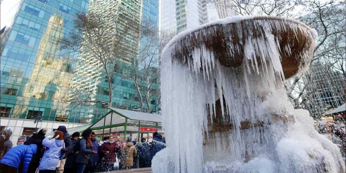 Habitantes de Nueva York reciben con frío histórico el 2018