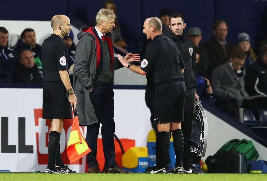 Wenger no quedó contento con el penal en contra que le cobraron a su equipo / imagen: Getty Images