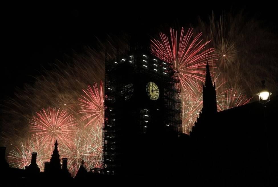 El Big Ben se llenó de luces en Londres, Reino Unido Foto: AP