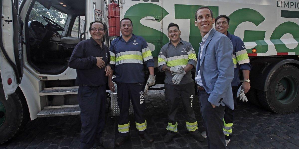 Trabajadores hicieron su trabajo en tiempo récord: 35 toneladas de basura recogió Municipalidad de Santiago