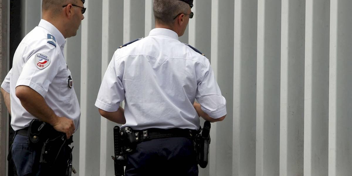 Dos policías recibieron una paliza al intervenir en una riña en la noche del 31