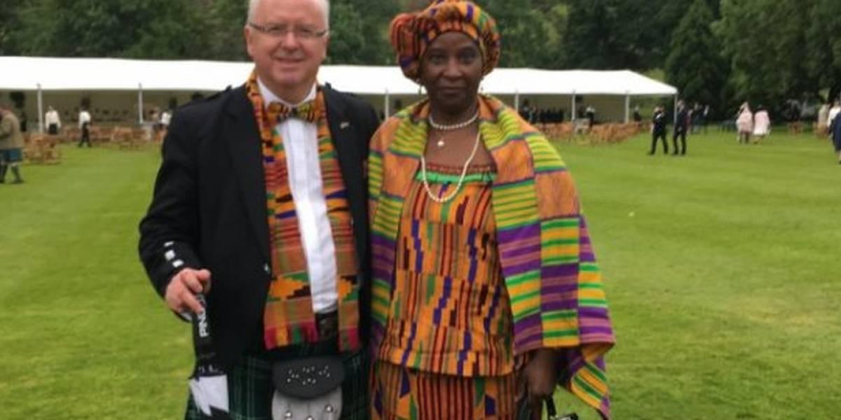 O professor, sua esposa e a foto que gerou milhares de reações de apoio no Twitter