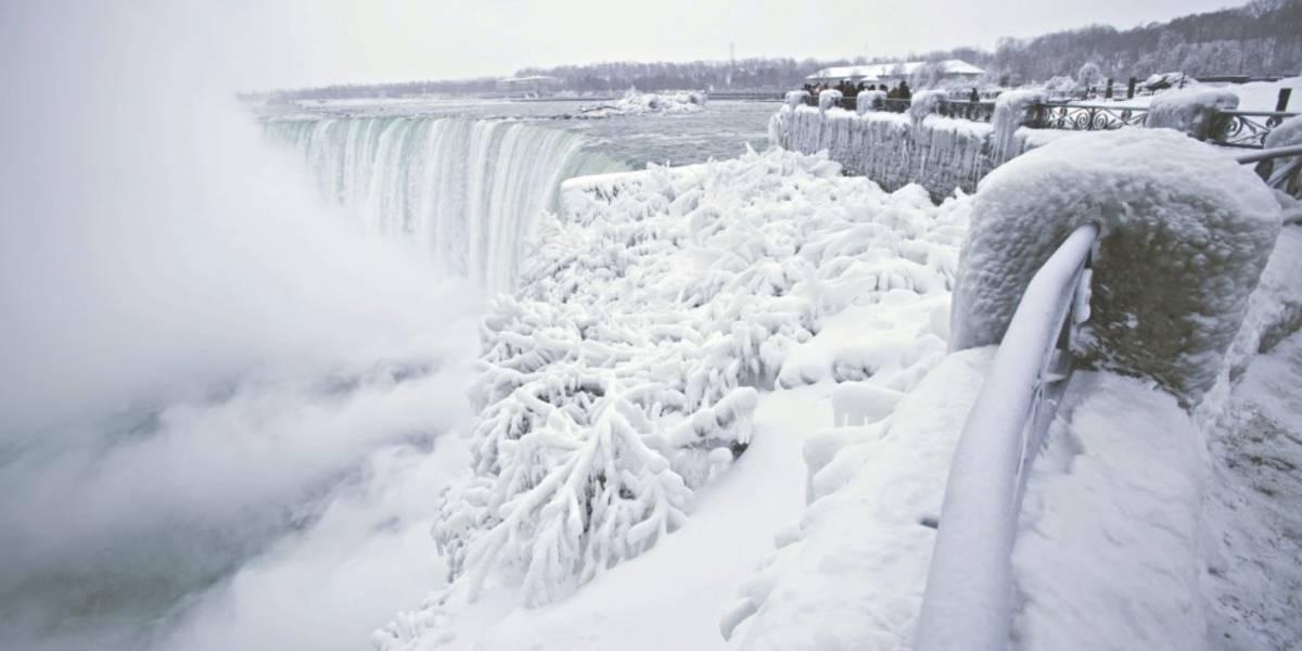 Un video muestra el impresionante espectáculo de las cataratas del Niágara congeladas