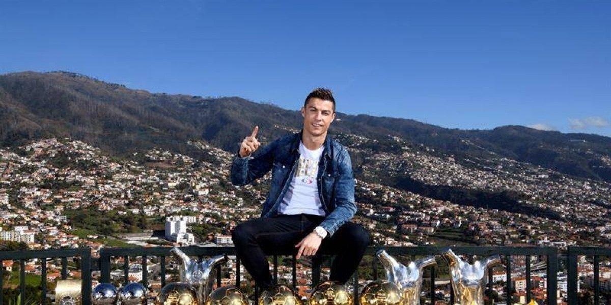Cristiano Ronaldo presume sus trofeos para darle la bienvenida al año nuevo
