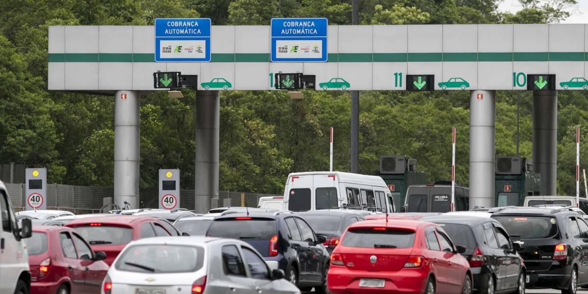 Motorista enfrenta lentidão nas estradas de São Paulo