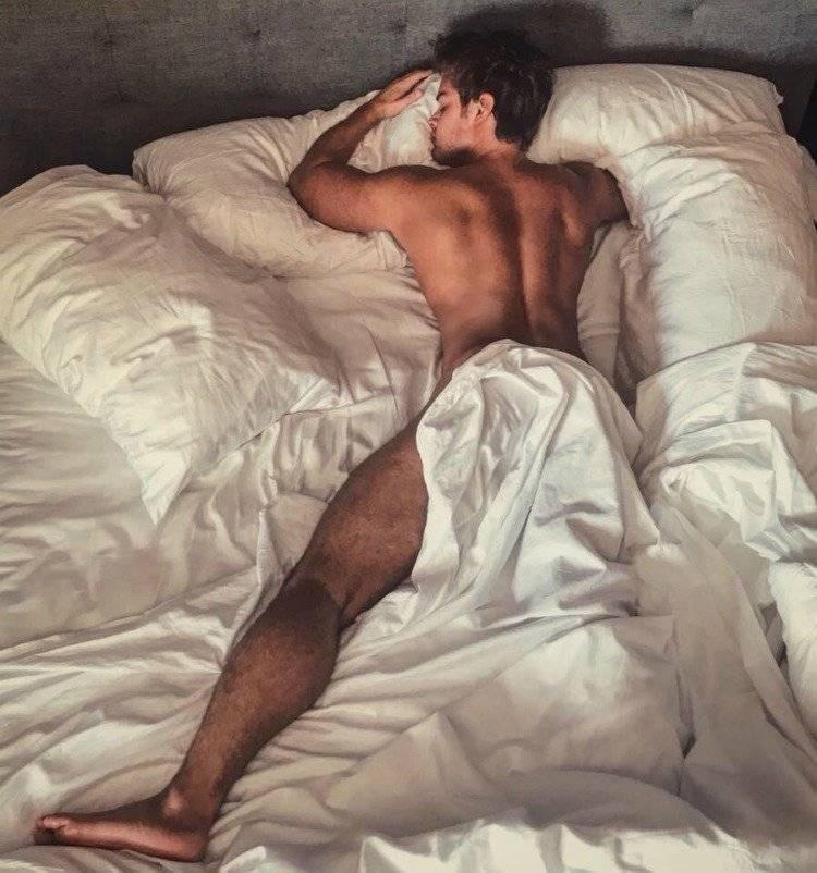 Polo Morín en la cama