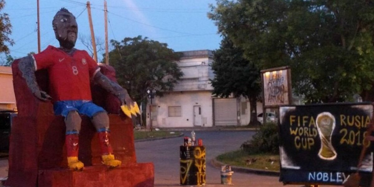 Queman muñeco de Arturo Vidal en Argentina
