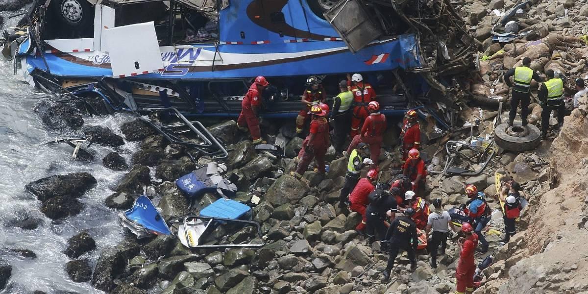 Accidente de autobús en Perú deja al menos 25 muertos