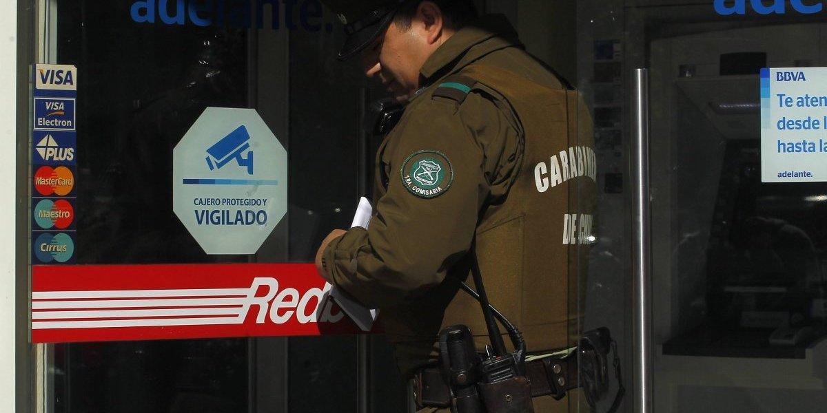 ¿Dateados? Robaron 150 millones de pesos con la llave y la clave secreta del banco en Colina