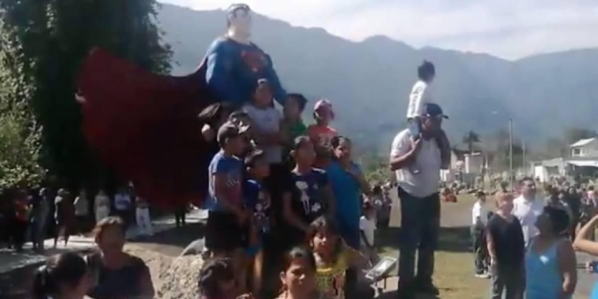 Alcaldesa de Ixhuatlancillo pone figuras de los Avengers en parque