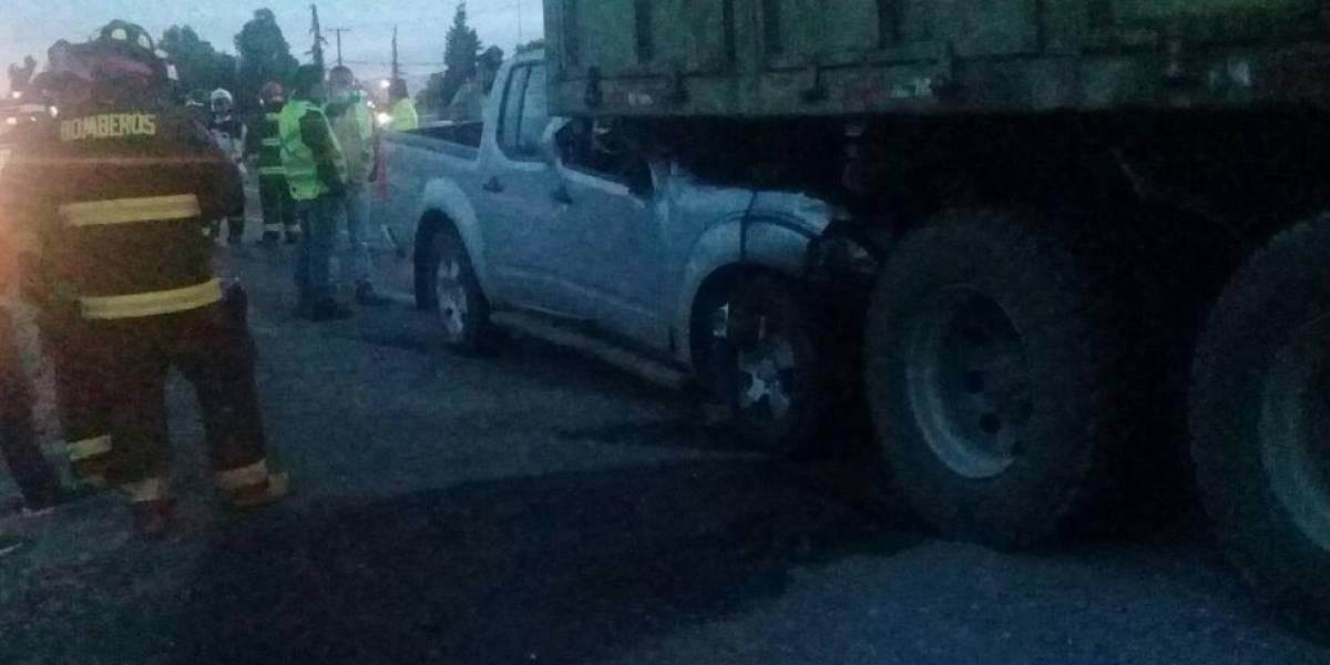 Violento choque entre camión y automóvil en Requínoa deja dos víctimas fatales en la Ruta 5 Sur
