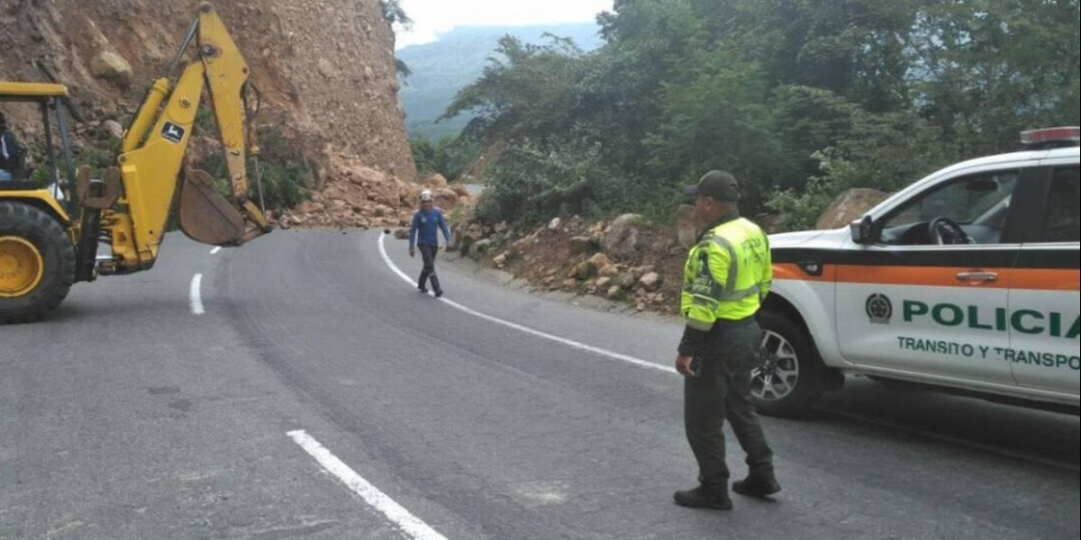 Derrumbe en la vía Bogotá - Girardot afecta a miles de vacacionistas