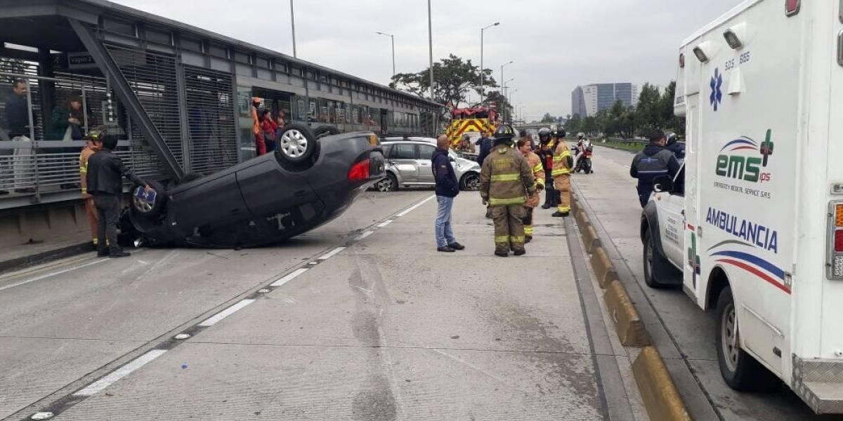 Aparatoso accidente frente a la estación de TransMilenio Salitre el Greco