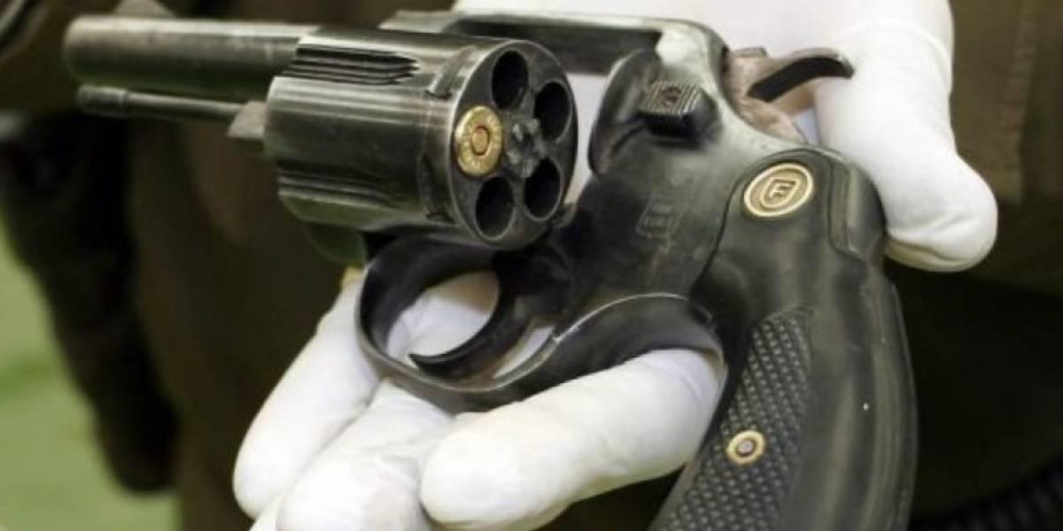 Adolescente sacó un revólver, les pidió a sus amigos participar de la ruleta rusa y como nadie le hizo caso jugó solo: adivinen cómo terminó