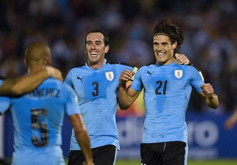 Diego Godín y Edinson Cavani de Uruguay