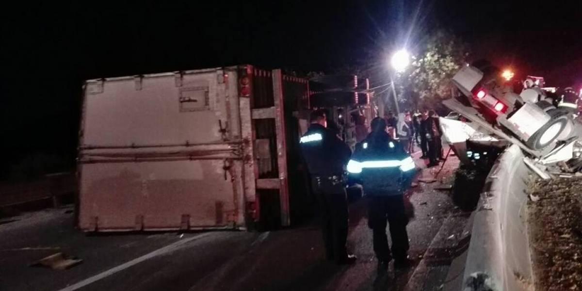 Volcadura de tráiler en la México-Toluca ocasiona cierre carretero