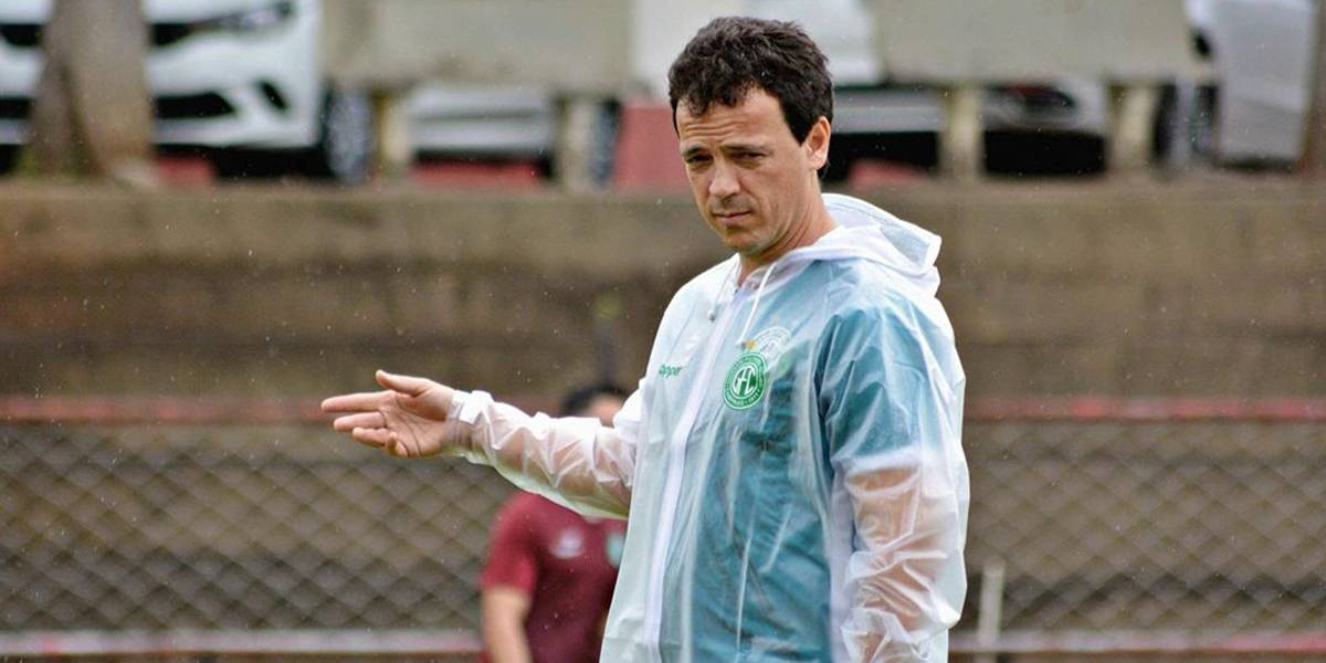 Proposta do Atlético-PR tira o técnico Fernando Diniz do comando do Guarani