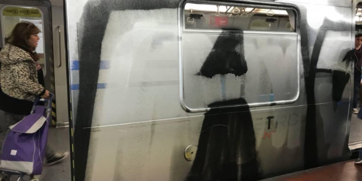 """Subsecretario de Transportes por rayados del Metro: """"El costo lo pagan los ciudadanos"""""""