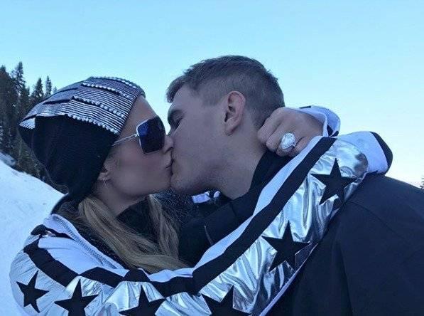 Paris Hilton anillo de compromiso