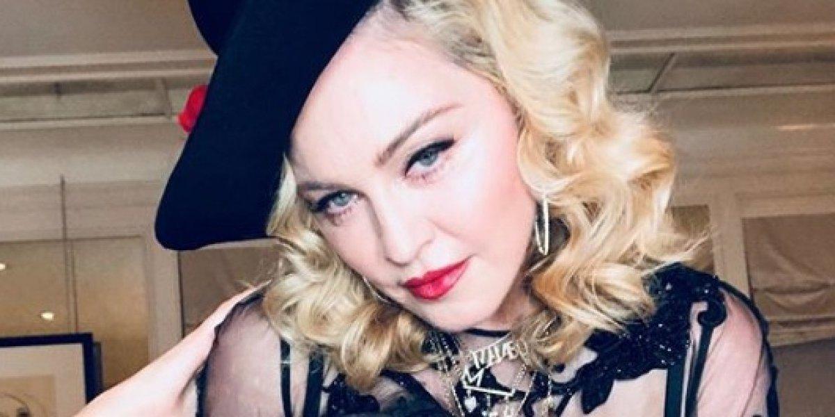 Madonna recibe el 2018 bailando salsa