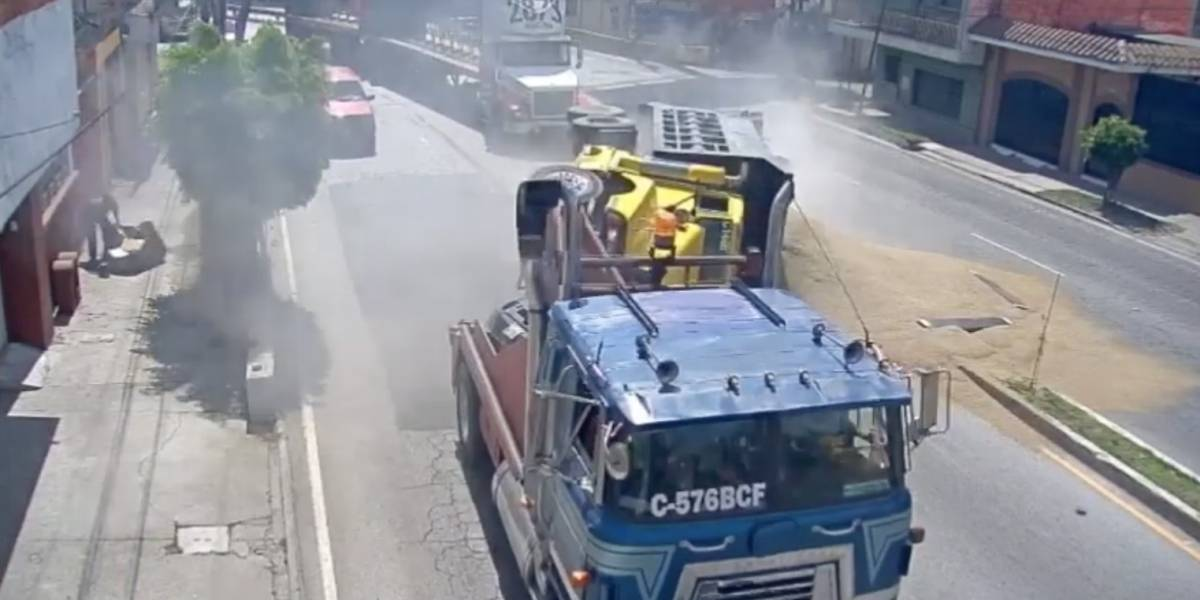 """VIDEO. Grúa a excesiva velocidad hace volcar a vehículo de carga pesada en """"curva peligrosa"""""""