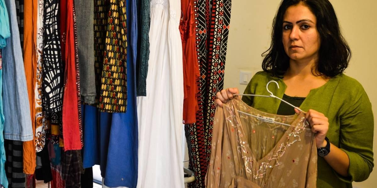 A artista que coleciona roupas de vítimas de abusos sexuais para desconstruir discurso da culpa