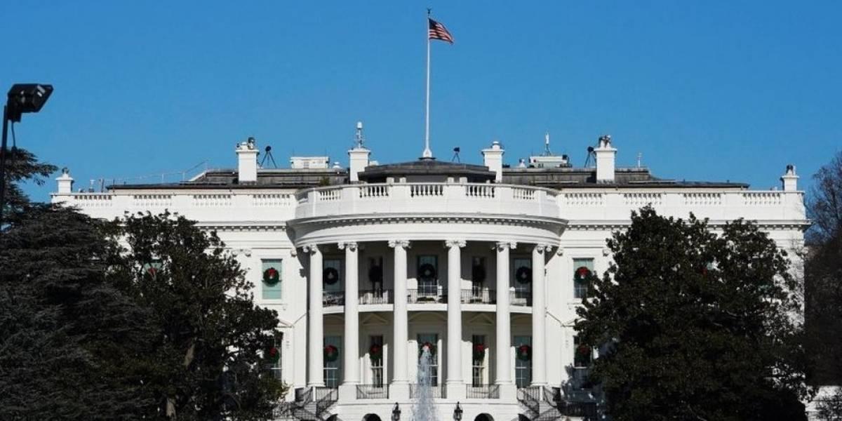 Cierran la Casa Blanca tras vehículo estrellarse contra barrera de seguridad
